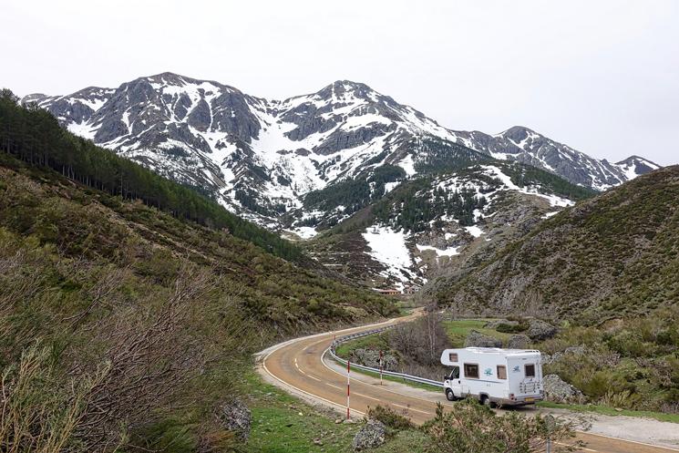 In den Bergen unterwegs mit dem Wohnmobil